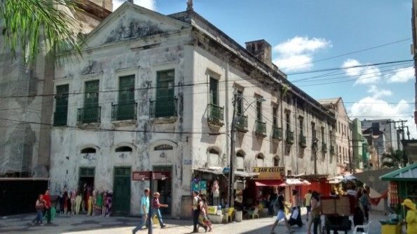 Colonial era building near Praça da Independência