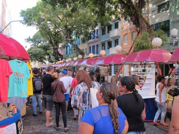 Arts, crafts, and food in Recife Antigo.